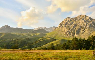 Dağ Manzarasına Karşı Kamp Yapmak