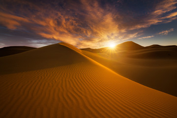 Photo sur Toile Desert de sable Beautiful sand dunes in the Sahara desert