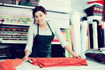 Seller measuring cloth