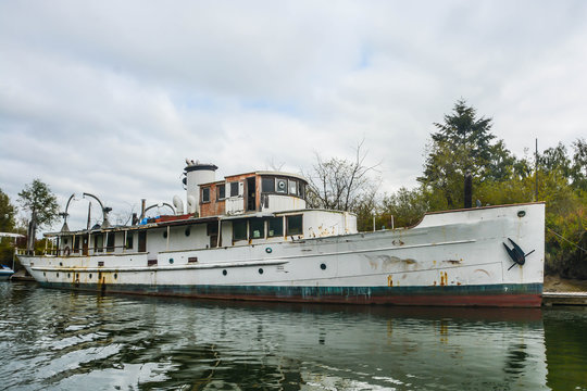 Abandoned Research Vessel on Steamboat Slough