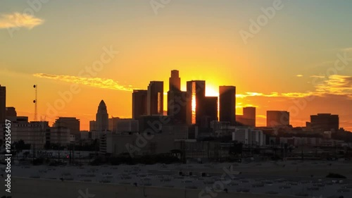 Fotobehang Los Angeles skyline sunset night transition zoom out downtown. 4K UHD Timelapse