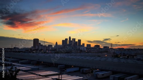 Fotobehang Los Angeles skyline sunset night transition zoom in on downtown 4K UHD Timelapse