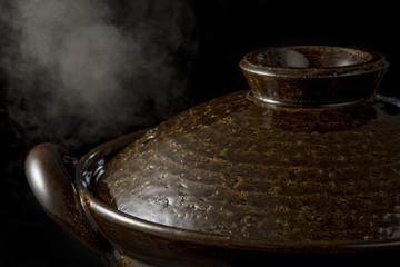 土鍋から立ちのぼる湯気