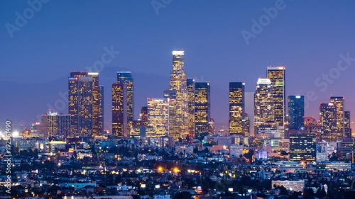 Fotobehang Downtown Los Angeles skyline change from twilight to night city 4K UHD Timelapse