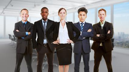 Team mit Geschäftsfrau als Geschäftsführer