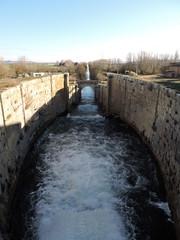 Fotobehang Kanaal Esclusa El Serrón, Canal de Castilla