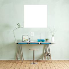 Quadratische leere Leinwand über Schreibtisch