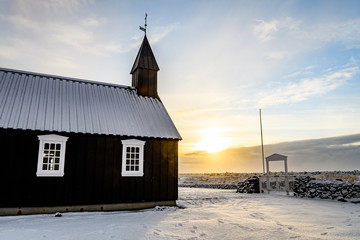 Photo sur Aluminium Edifice religieux black church of budir in iceland