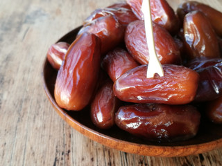 Dates in a wooden plate