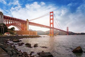 rayons de soleil sur le Golden Gate Bridge