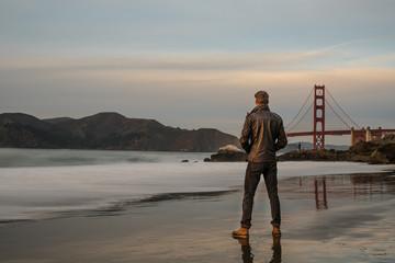 beau jeune homme à San Francisco
