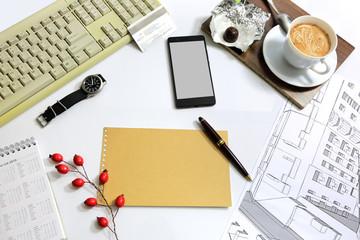 Fototapeta Widok biurka architekta z góry z klawiaturą, kawą i szkicem budynku. obraz