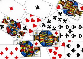 Playing cards that are called Piqued. With these cards, different card games can be played.