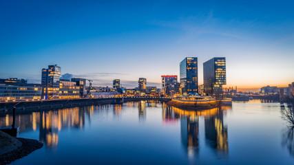 Düsseldorf der Medienhafen am Abend