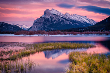 Foto auf Leinwand Rosa hell Evening light at Vermillion Lakes and Mount Rundle in Banff National Park, Canada