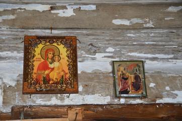 Россия, Архангельская область. Иконы в деревянной Благовещенской церкви 1719 г. в Пустыньке