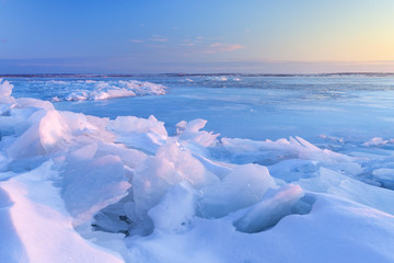 dawn at the frozen lake shore / the fabulous color of the wild