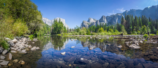 Yosemite Valley with Merced river in summer, California, USA Fototapete