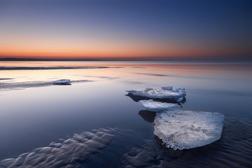 Wall Mural - Eisschollen am Meer im Sonnenuntergang