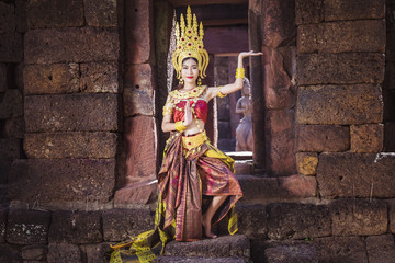 Absara, The angel is dancing in front of Castle Khmer