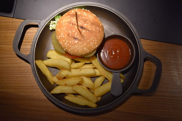 burger french fries sauce