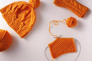 Knitted yarn, hat and mittens, top view