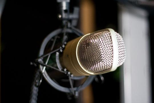 Condenser microphone behringer c-1 on home studio