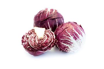 Radicchio chicoree rot salat isoliert freigestellt auf weißen Hintergrund, Freisteller