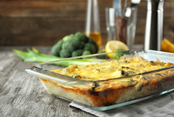 Papiers peints Plat cuisine Glass baking dish with tasty broccoli casserole on table. Fresh from oven