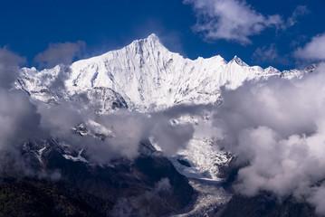 雲南省の梅里雪山の威容