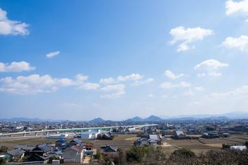 高松空港アクセス道路高架部分と町並み 2018年2月撮影(香川県高松市西山崎町)