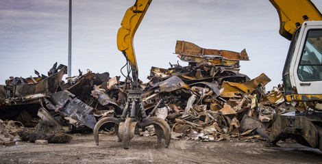 Scrap recycling plant, Crane grabber, pile metal to recycle