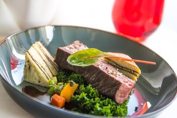 leckeres Steak zum Mittagessen im Restaurant