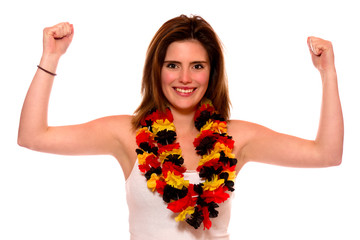Junge Frau mit Deutschland-Blütenkette