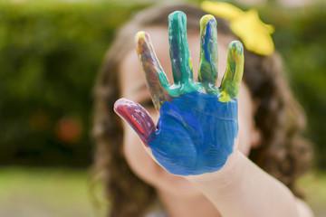 Tinta criança mão colorido cores feliz brincar alegria