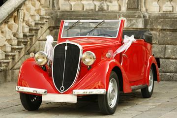 Fond de hotte en verre imprimé Vintage voitures Vintage elegant car at the wedding day. Brides wedding car.