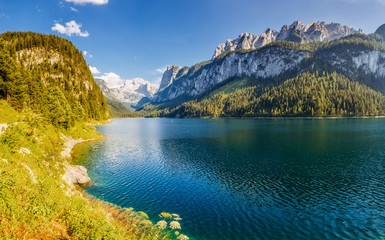 Fototapete - Alpine lake Vorderer Gosausee. Salzkammergut is a famous resort area located in the Gosau Valley in Upper Austria. Dachstein glacier.