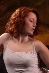 Brustwarzen unterm Stoff erkennbar