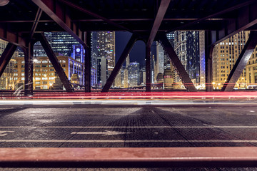 The light trails on the Bridge in Chicago Fotomurales