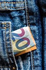 Euro Geldschein in Jeans Tasche