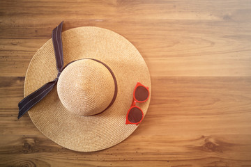 Accessories included hat red glasses