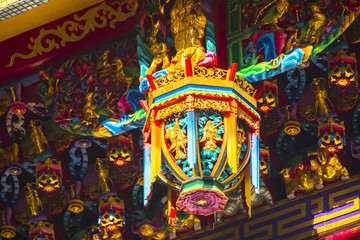 Chinese religious beliefs, temples eaves with the decoration of the same, woodcarving, Fortuna