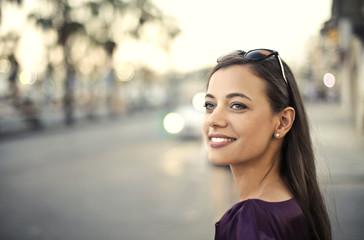 Smiling beautiful woman Fotomurales