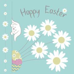 """Пасхальная открытка с иллюстрацией Пасхального кролика, цветного раскрашенного яйца и букета цветов Ромашки на голубом фоне и с надписью """" Happy Easter"""""""