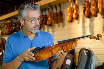 customer buying violin