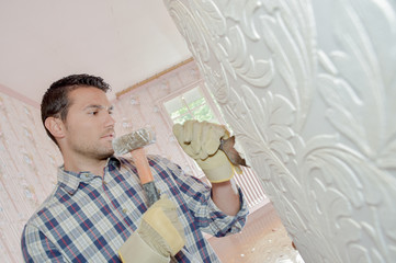 Chiselling away at an old wall motif