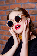 girl in round sunglasses