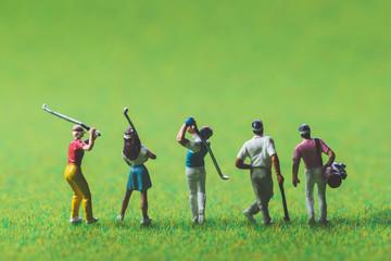ミニチュアのゴルファー