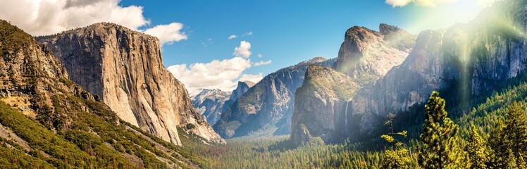 Panorama Yosemite National Park im Gegenlicht