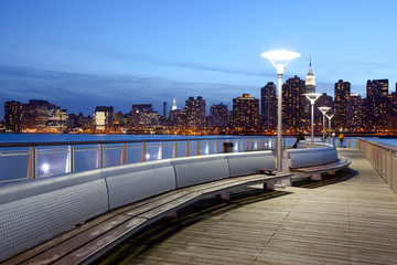 Gantry Plaza State Park and Manhattan skyline, New York City, NY, USA